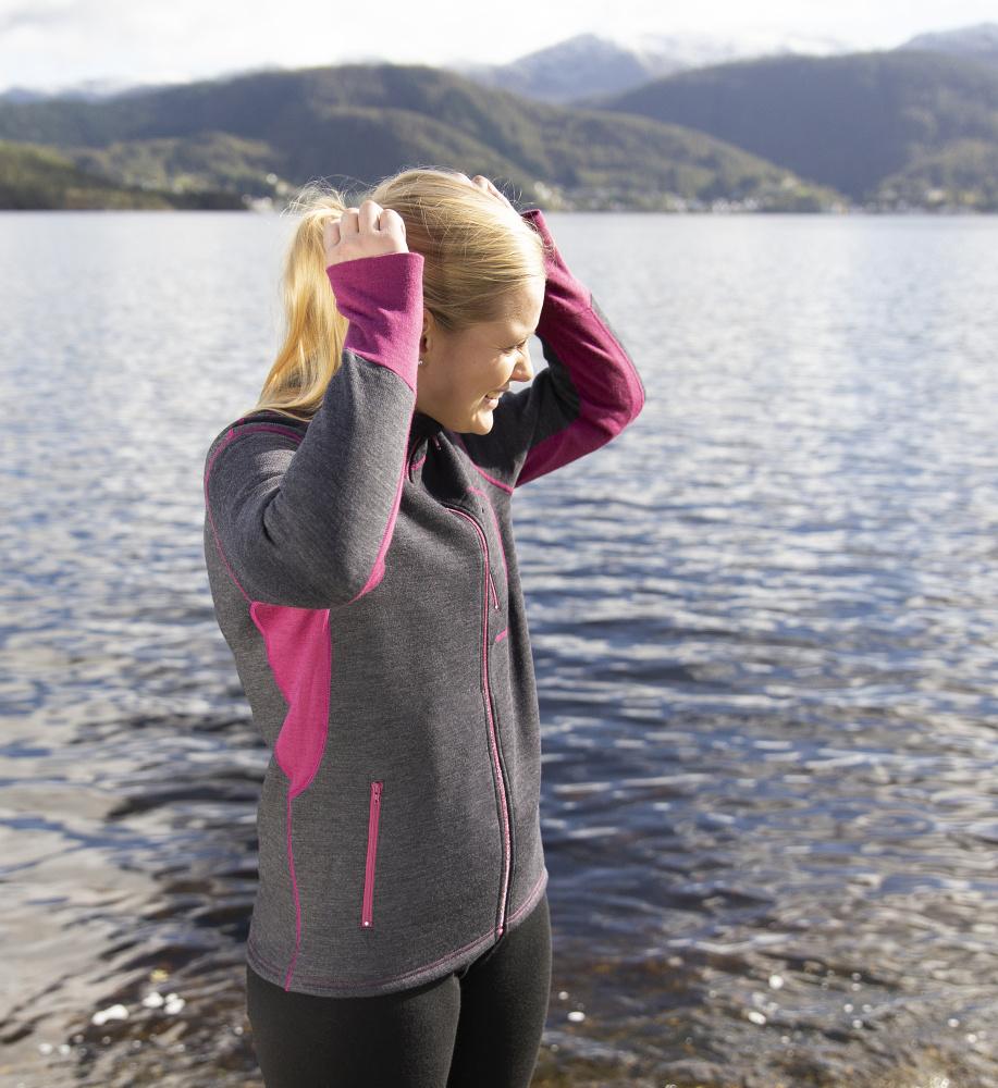 Tøff og sporty jakke i 100% ull til dame fra norske Safa